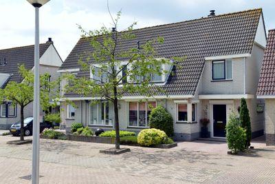 Kloosterturf 4, Steenbergen