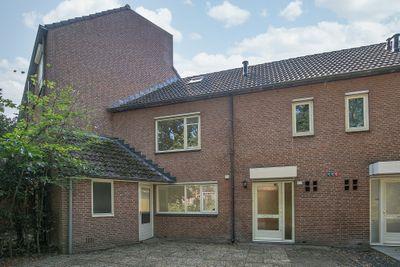 Veluwehof 67, Helmond