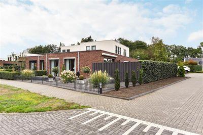 Laan van Zonnehoeve 77, Apeldoorn