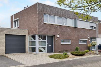 Prins Constantijnhof 17, Hoensbroek