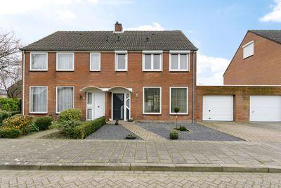 Meidoornstraat 7, Sint Jansteen