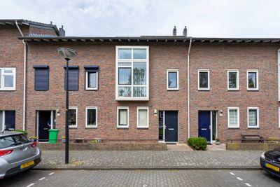Ko Van Dijkplein 21, Den Haag