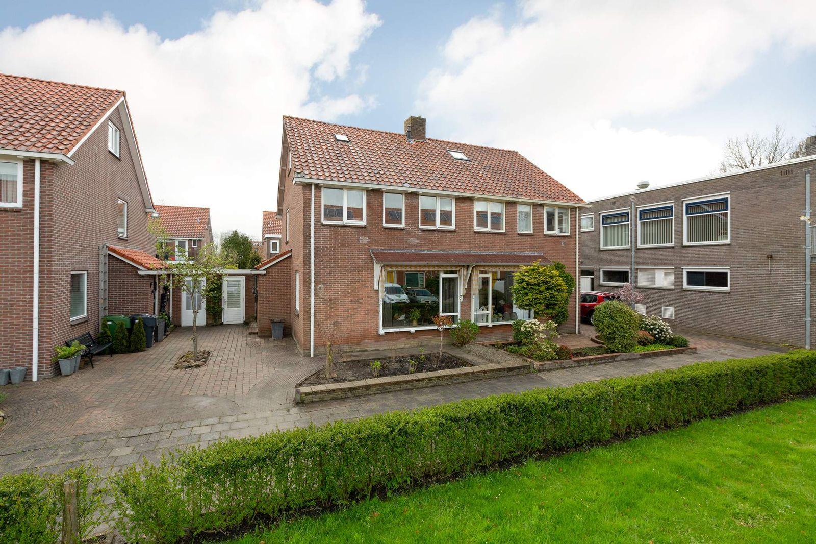 Arubastraat 9, Leeuwarden