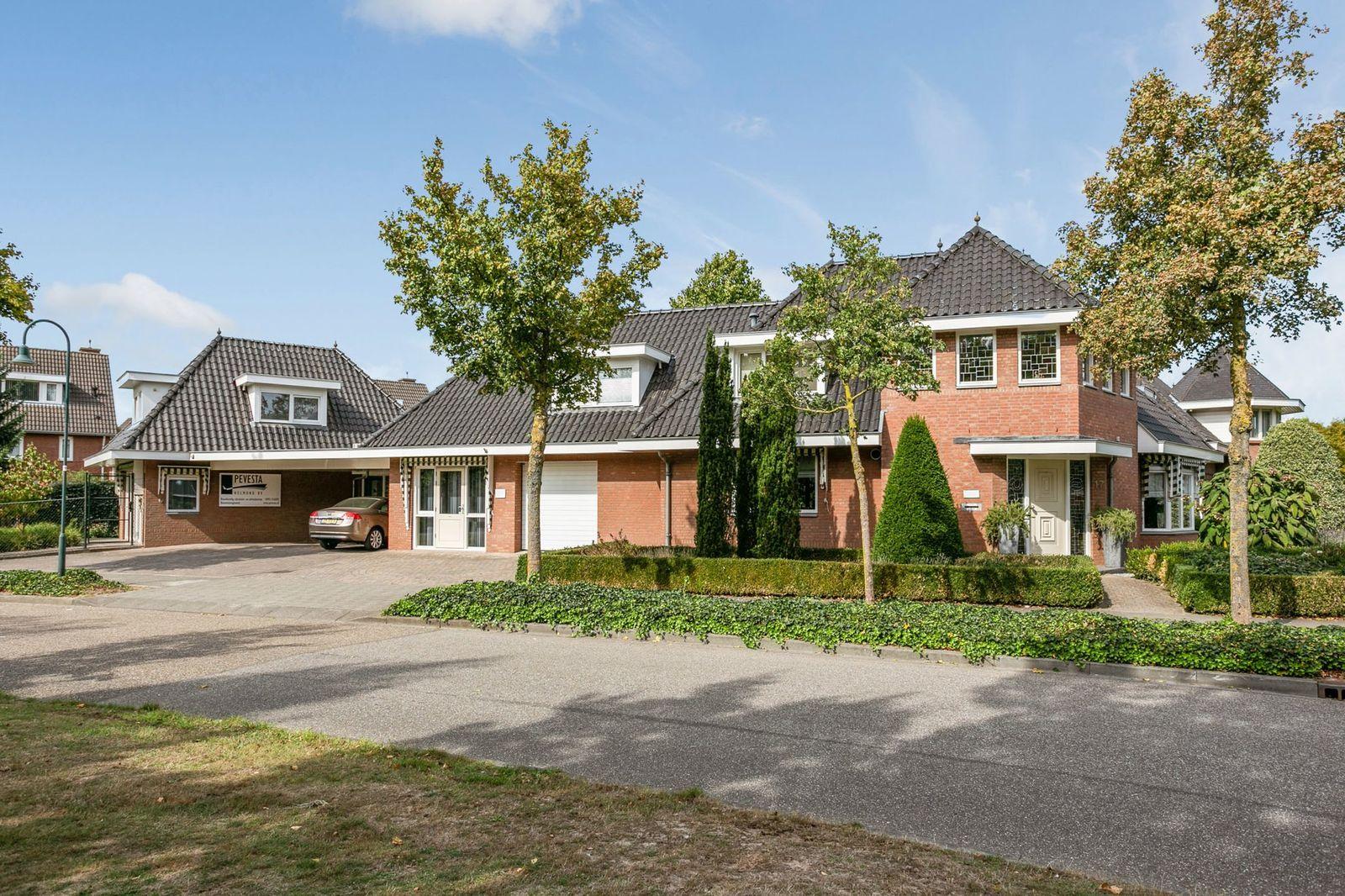 Coendersberglaan 17, Helmond