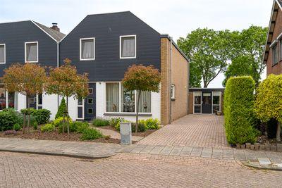 Anjerlaan 9, Almkerk