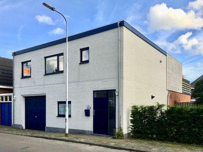 Roskamstraat 2, Sint Jansteen