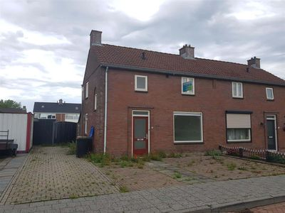 Julianastraat 35, Nieuw-Vossemeer