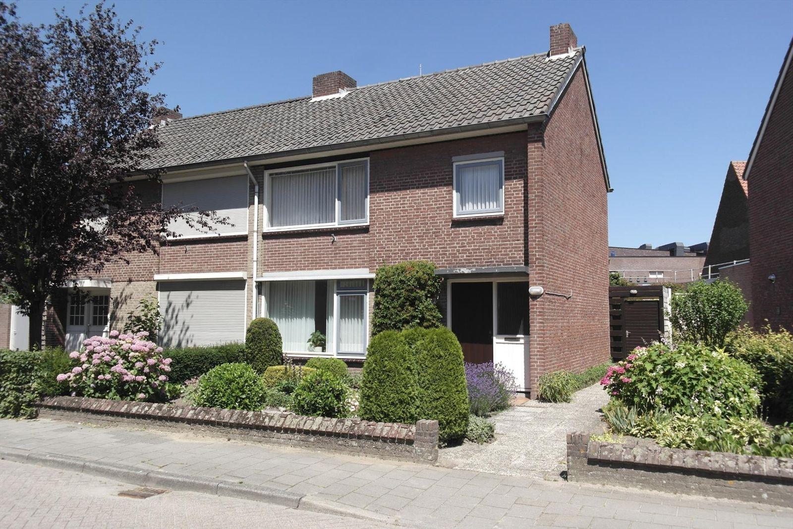 Willem II straat 8, Budel