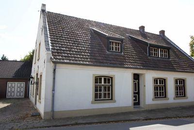 Pastoorstraat 11, Grubbenvorst