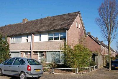 Elzehoutstraat 33, Helmond